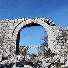 Пещера Мегара и крепость Црвена Стена