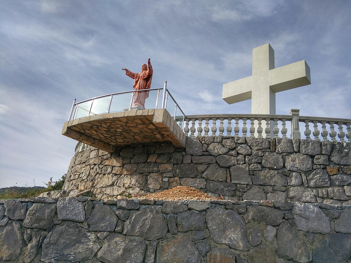 Иисус с Крестом в деревне Delaj